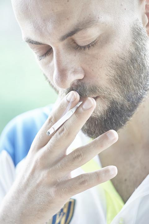 Dohányos az apa? Ebből még komoly gond is lehet a babára nézve!